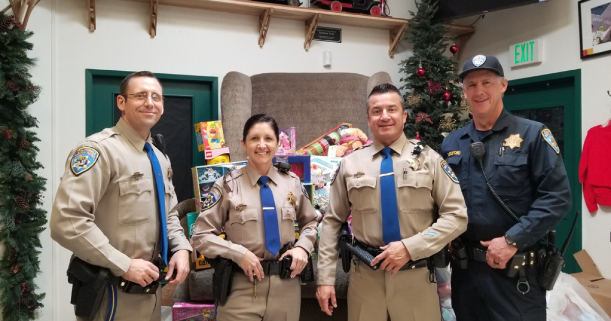 Highway Patrol Bears Gifts to Unity Shoppe - The Santa
