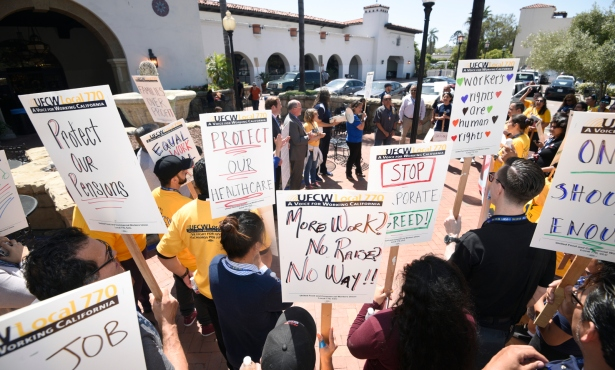 Grocery Union Holds Demonstration at Ralphs
