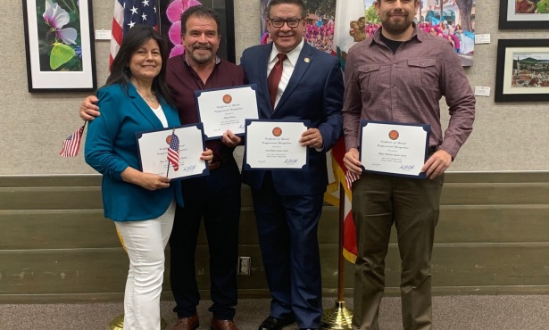 Rep. Carbajal Holds Citizenship Ceremony at Library