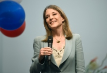 Marianne Williamson Spreads Campaign Message of Peace, Love, and Justice