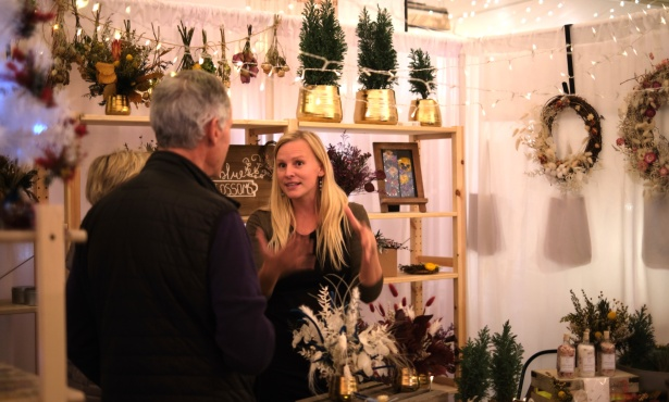 Twilight Holiday Market Opens at DLG Plaza