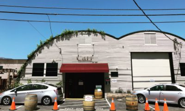 Carr Winery Hosts Food Drive-Thru Fundraiser