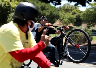 Unsanctioned Fiesta Cruiser Run Draws Hundreds of Cyclists