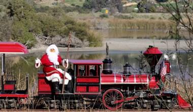 Santa Claus Comes To Santa Barbara Zoo