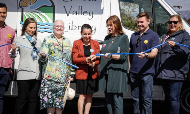 Isla Vista Celebrates New Library Van